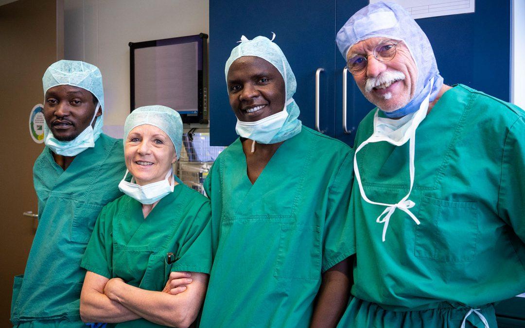 Gäste aus Tansania zu Besuch in der nova clinic